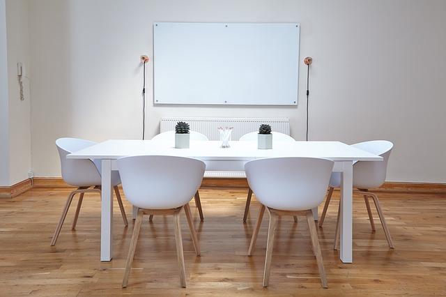 Bảng từ trắng Lương Sơn được nhiều khách hàng từ lớp học đến văn phòng sử dụng